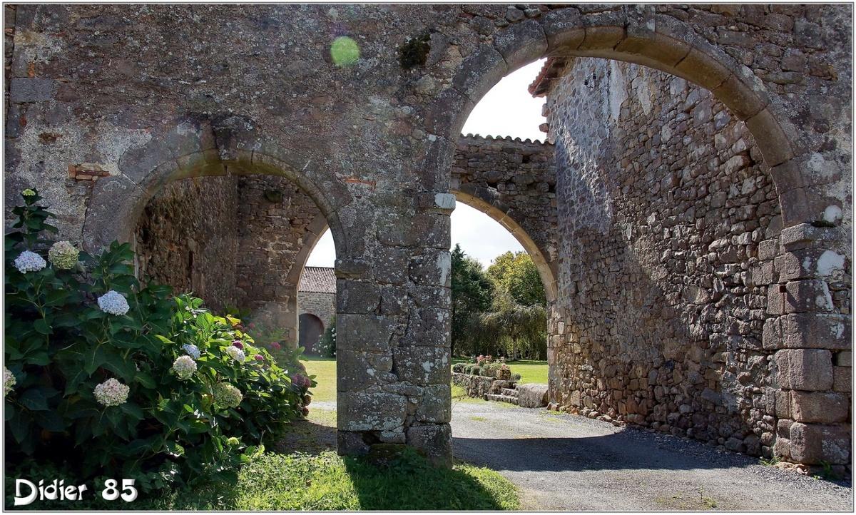 (85) Vendée - Fougeré (1) - Couvent des Cerisiers