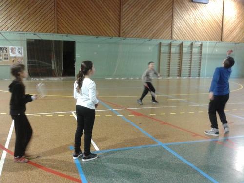 Nous, les CM2A, on s'éclate au badminton le vendredi !