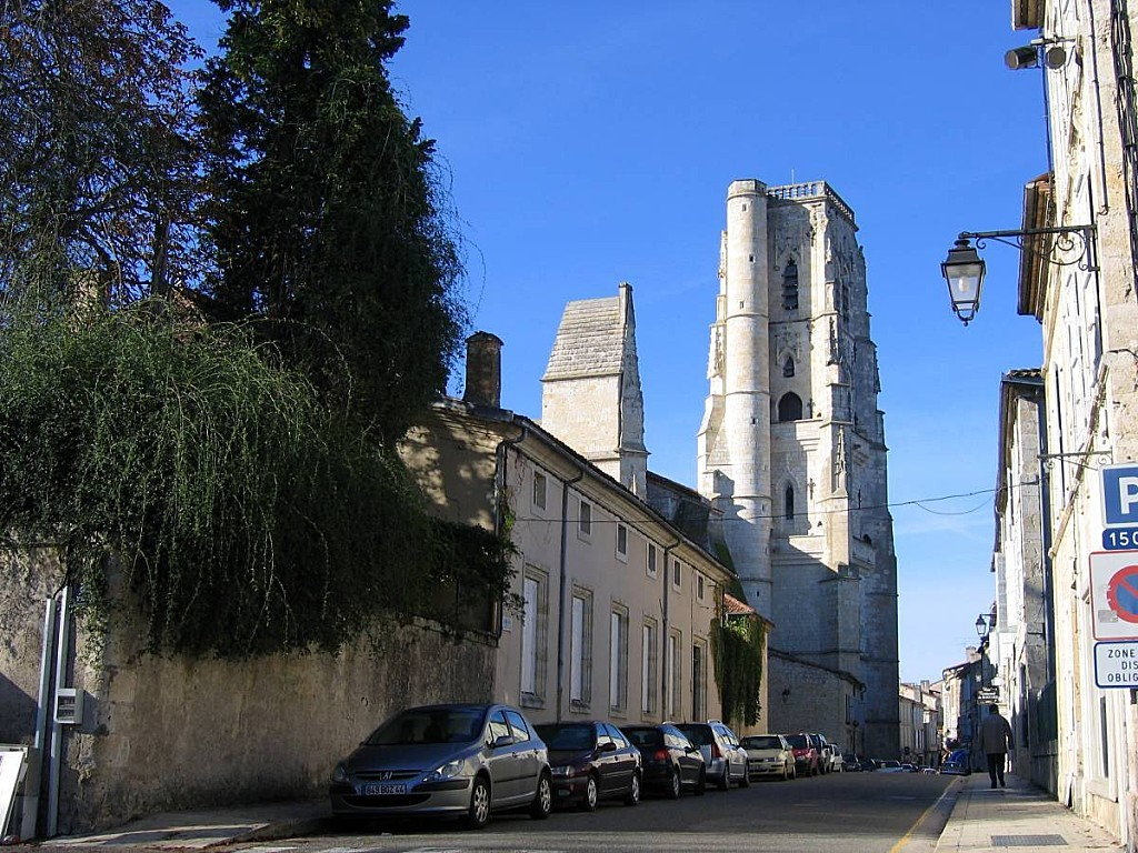 Lectoure-Cathedrale-rue.jpg
