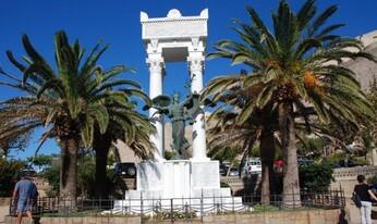 """""""La Renommée"""" en bronze sur le monument au mort de la 1ere guerre mondiale"""