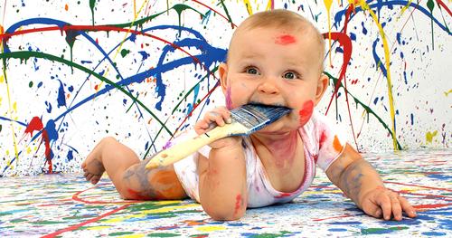 Premier atelier peinture avec bébé