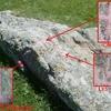 Barres d\'Aragon, croix et Lys, près de la borne 356