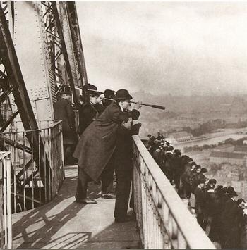 Tour-Eiffel-1889-640x650