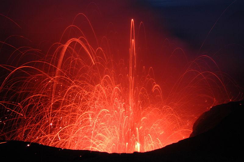 800px-Mt Yasur Eruption