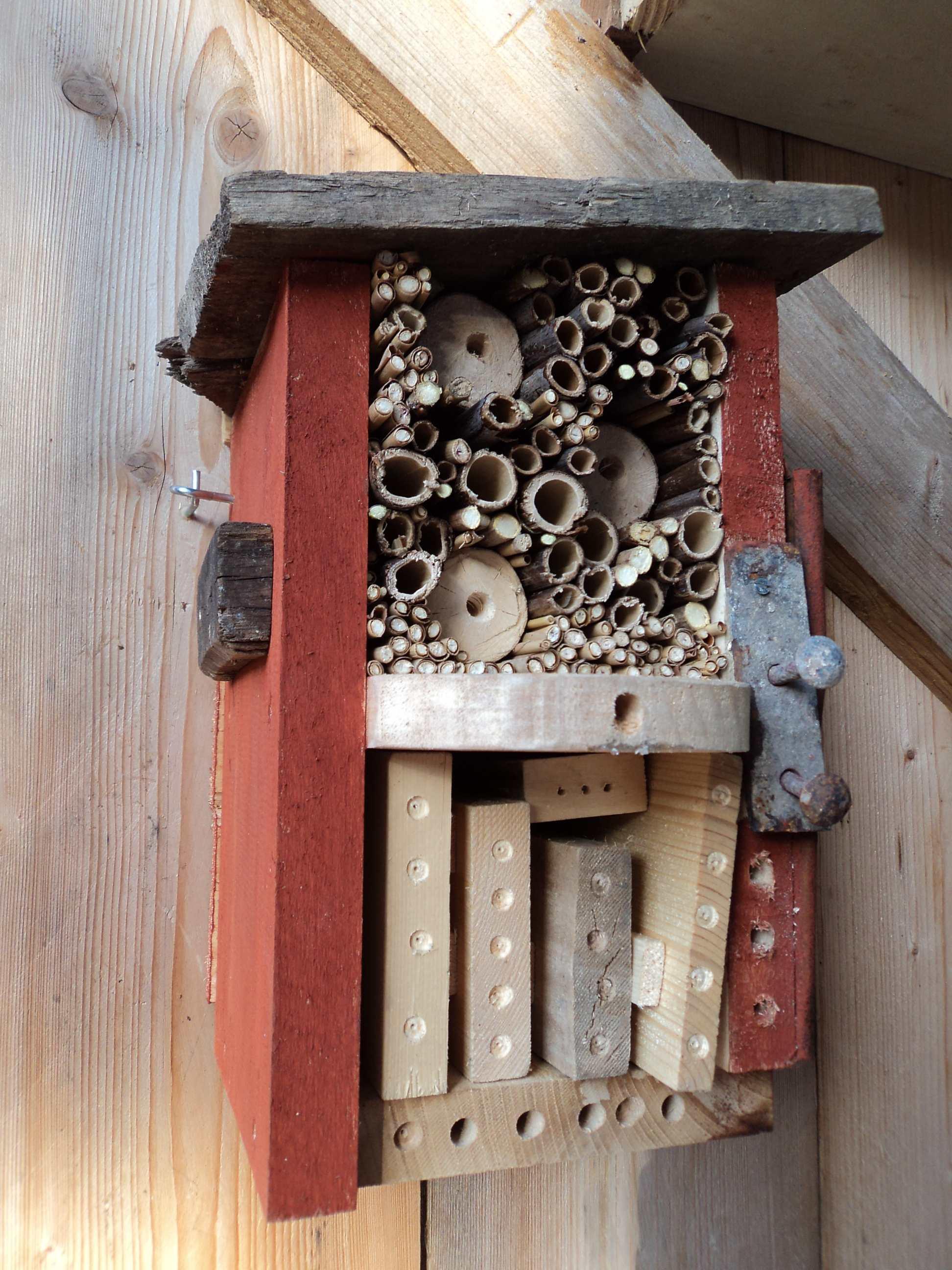 nichoirs a insectes le jardin des petites ruches. Black Bedroom Furniture Sets. Home Design Ideas