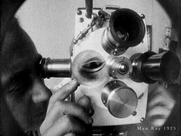Man Ray 1925 vue du film fichez-moi la paix