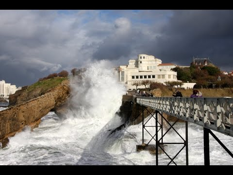 BIARRITZ. Grande Marée à Biarritz (2016)  (Documentaires)