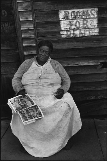21 -  Femmes lisant - dans le monde