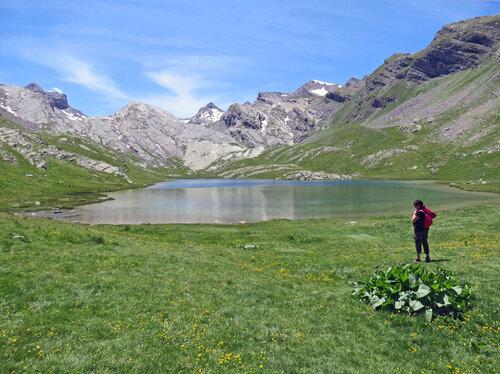 Le Vallon et le lac du Lauzanier (2.284 m) depuis Larche (Le Pont Rouge - 1.907 m)