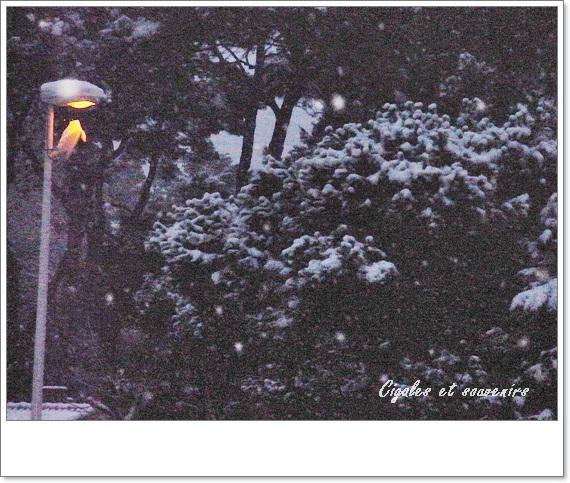 """C""""étrait la neige , le soir ......"""