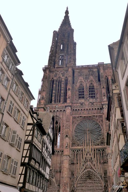 Strasbourg: les extérieurs de la cathédrale ...