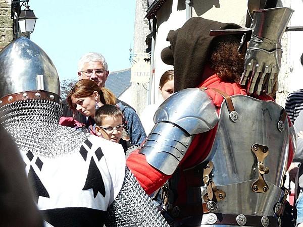 Medievales-Guerande-armures-P1260729.JPG