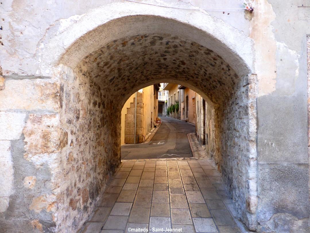 Dans les rues de Saint-Jeannet (06)