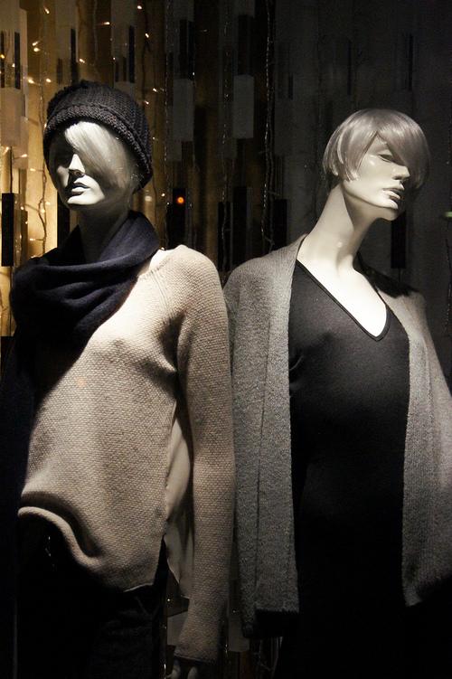 Ombres et lumières... Et si les mannequins s'animaient la nuit ...