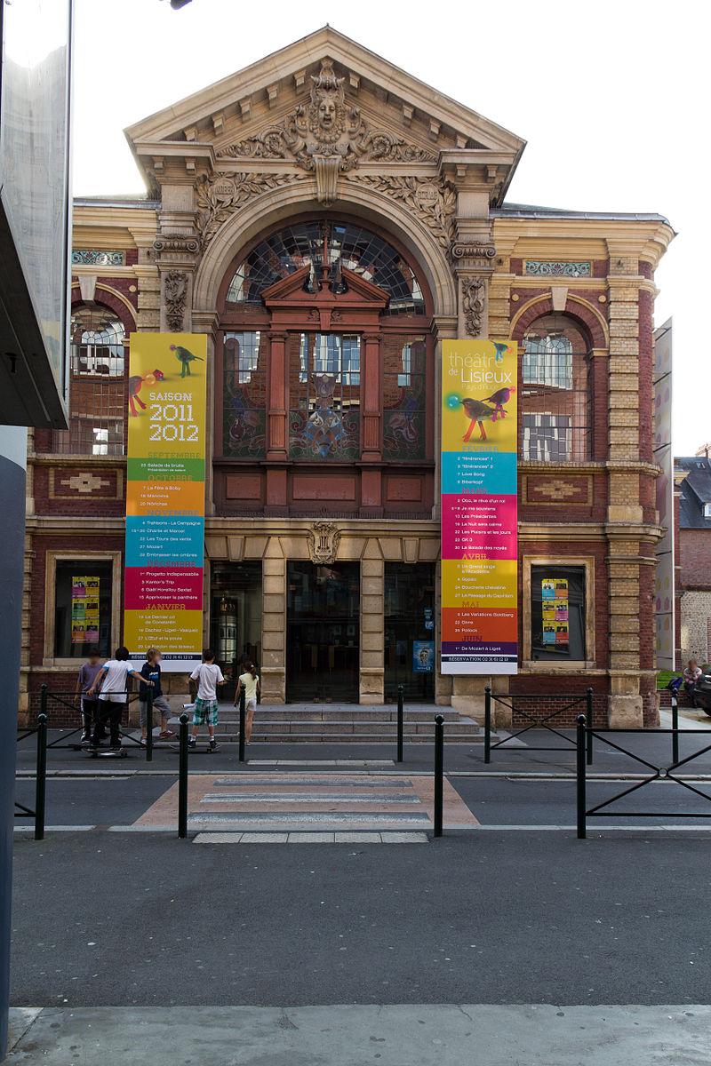 Façade du théâtre municipal (Lisieux, Calvados, France).jpg