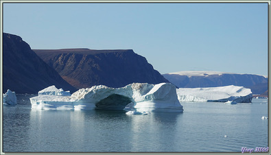 Navigation dans le Fjord Inglefield - Région de Qaanaaq - Groenland