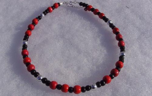 Jour de neige... collier rouge et noir