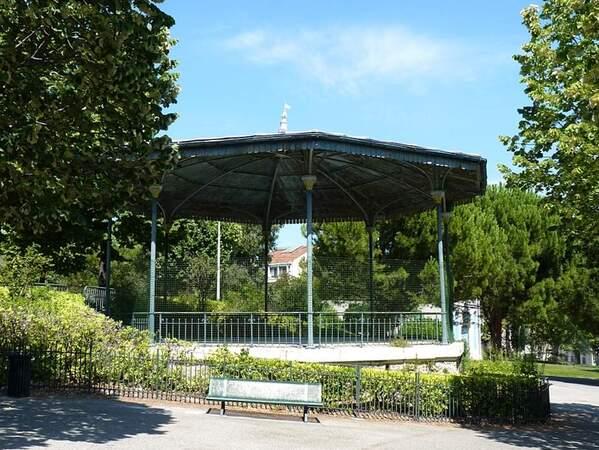 Marseille zoo kiosque musique (1)