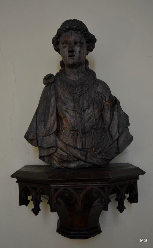 AVIS DE RECHERCHE.                                         Vol d'une statue en bois datant du XVIIIe siècle,
