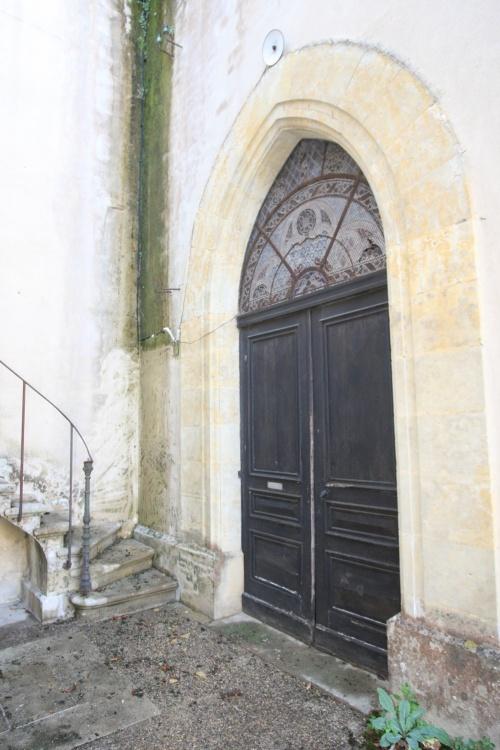 La porte d'entrée de la chapelle