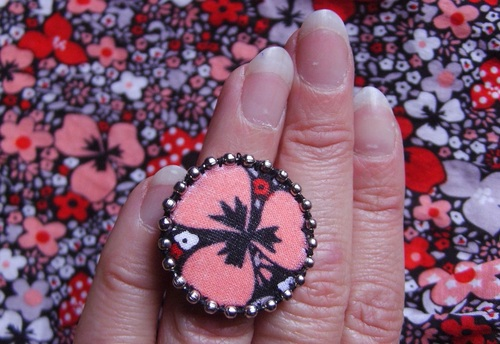 Divers bagues cousues main en tissu fleuri