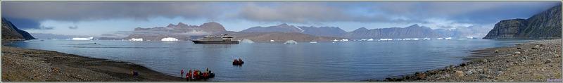 Préparation du débarquement, puis après beaucoup d'hésitations sur le lieu, nous débarquons sur une plage face à Karrat Island - Groenland