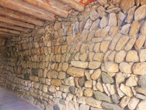 La Roca ( Catalogne espagnole ), petit village perché.....