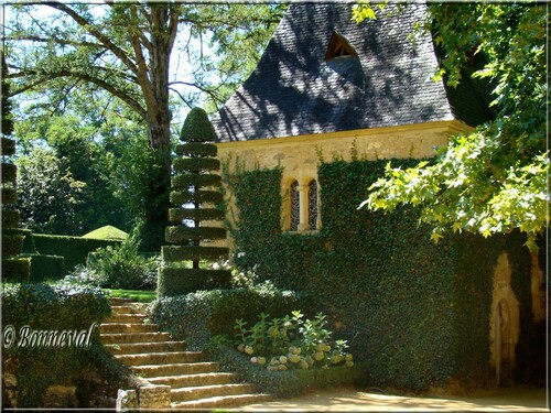 Les Jardins du Manoir d'Eyrignac Dordogne la Chapelle Romane