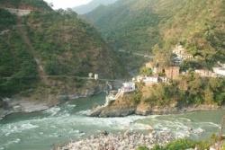 Vers les sources du Gange ! (déc 91). Devprayag-Rutraprayag.