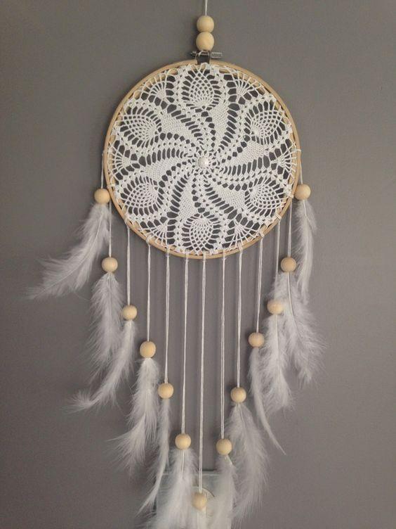 Attrape rêves / dreamcatcher / attrapeur de rêves en dentelle, plumes et perles…: