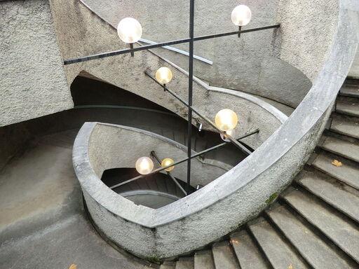 Escalier d'accès à l'église.