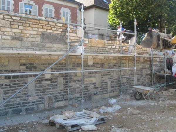 La réfection du mur de l'Allée des Boulangers vue par René Drappier
