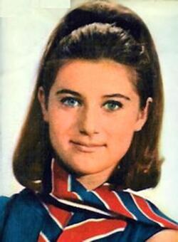 Printemps 1966 : Une écharpe tricolore de la Reine des français !
