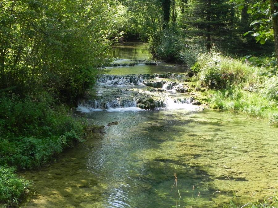 Mesnay - la cascade des Tufs