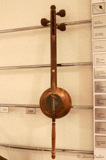 Musée de la musique : les instruments régionaux, Qeijâq, Ispahan