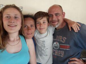 L'image contient peut-être: 4 personnes, personnes souriantes