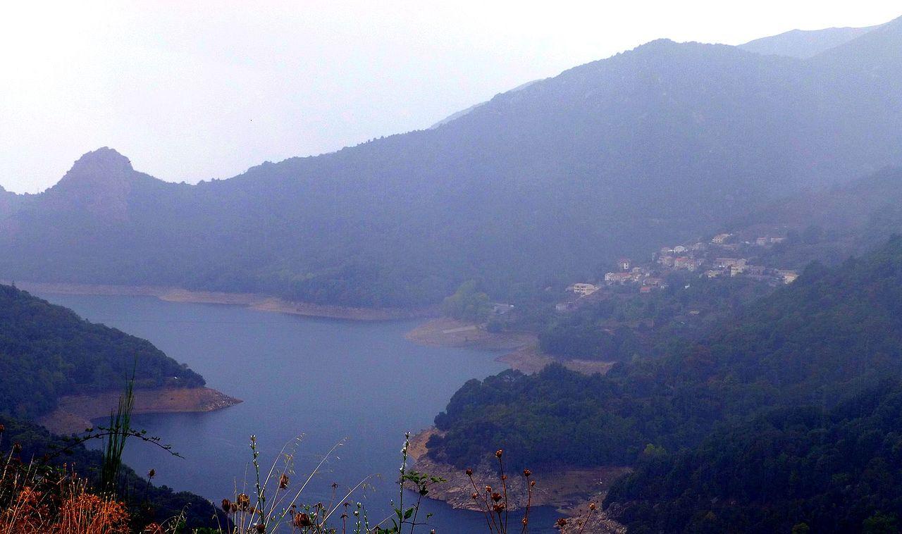 Korsika – Tolla am Lac de Tolla - panoramio.jpg