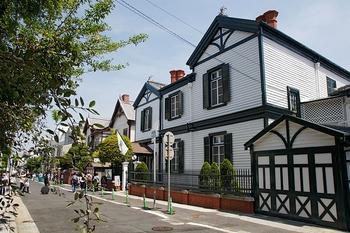 800px-choueke_house02_1920