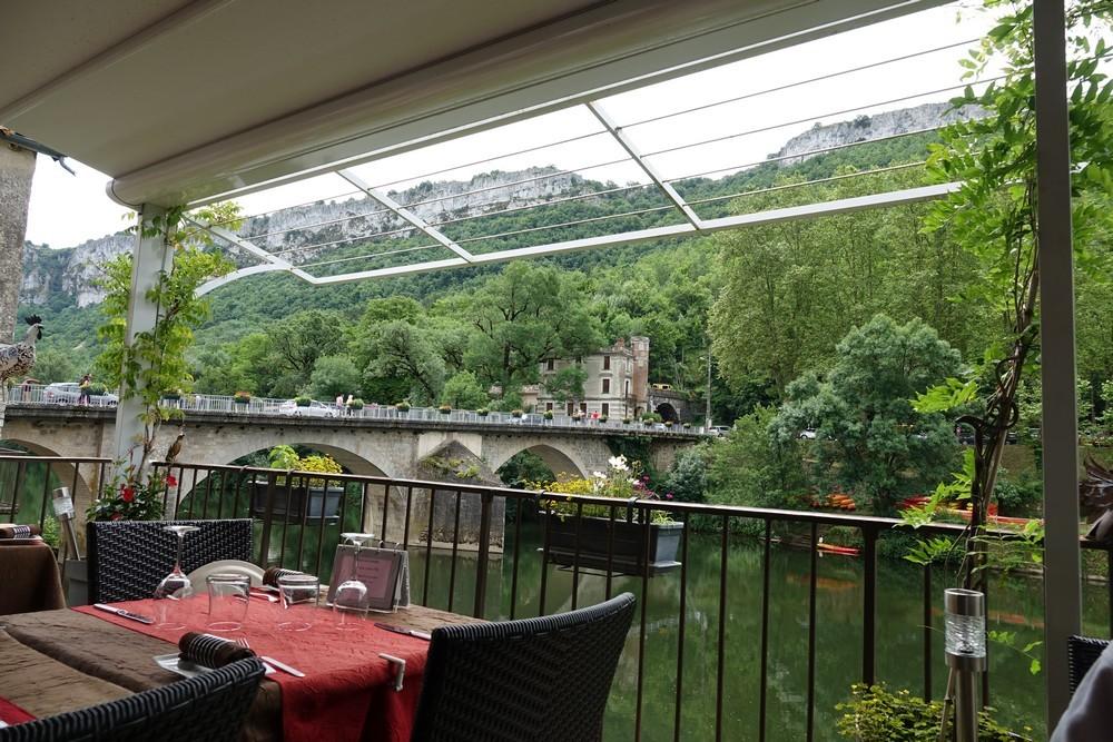 Déjeuner un dimanche à Saint-Antonin Noble Val...