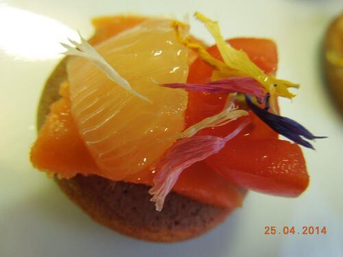 Blinis au chocolat, saumon fumé et citron poché