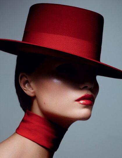 Belles femmes en rouge