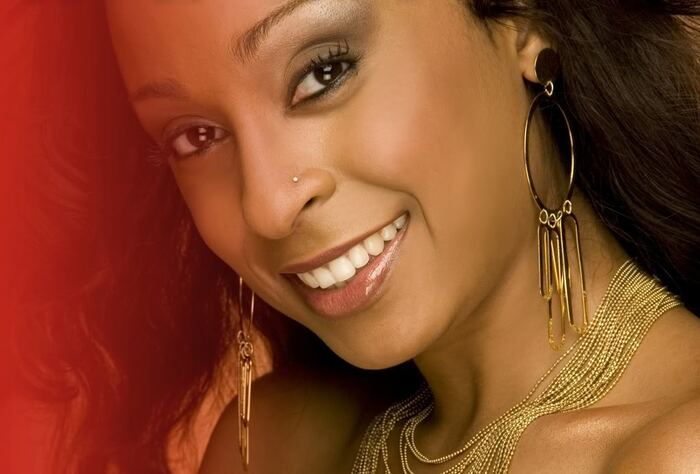 http://i305.photobucket.com/albums/nn219/HeadlineEnt/ALAINE_poster_01-1-May62008.jpg