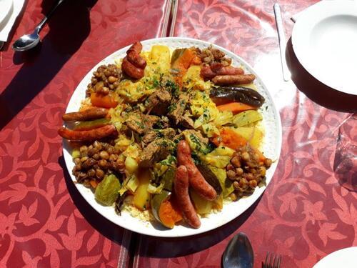 Un beau plat de couscous Bœuf et merguez