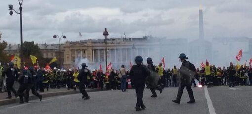 10 000 pompiers manifestent pour le service public de secours, le régime Macron les fait charger ! (IC.fr-16/10/19)