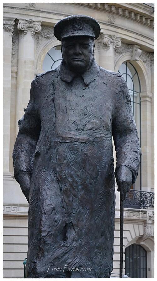 Winston Churchill devant le Petit Palais à Paris 8ème