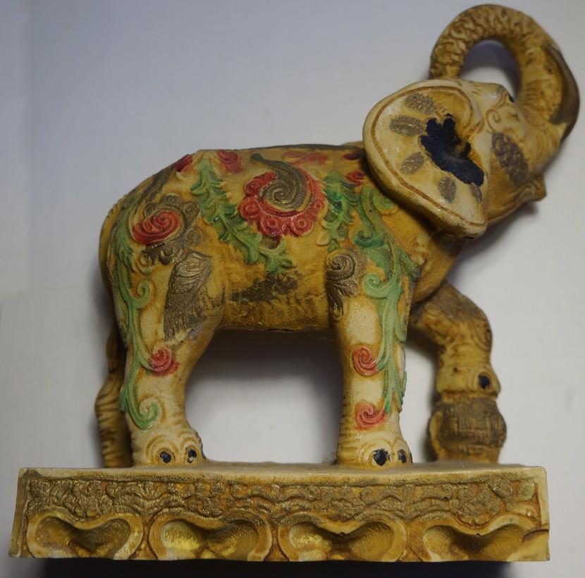 Éléphant à la boule