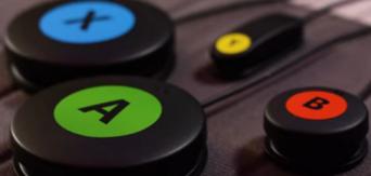 Jeux vidéo : le kit de jeu adaptatif Logitech (12 contacteurs et accessoires pour 99 € !)