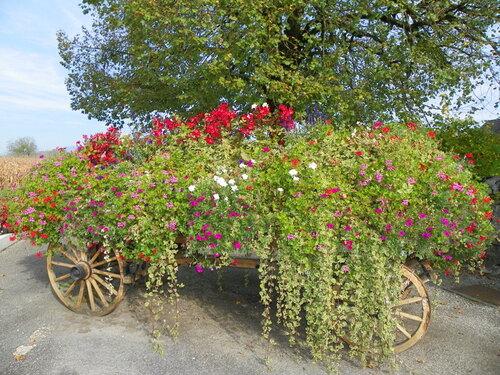 Lavours, village fleuri