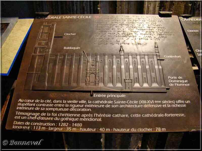 La Cathédrale Sainte-Cécile plan extérieur de la cathédrale