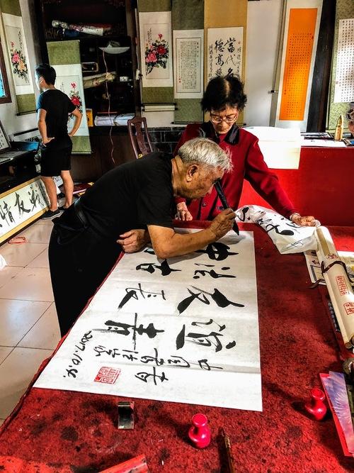un maître en calligraphie